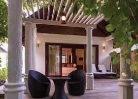 maledivy-hotel-furaveri-island-resort-spa-010.jpg