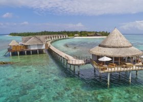 maledivy-hotel-furaveri-island-resort-spa-140.jpg