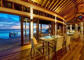 Sunrise Pool Café