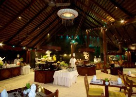 maledivy-hotel-kuredu-island-resort-251.jpg